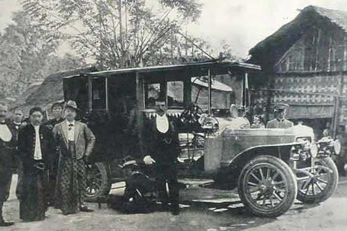Mobil Pertama di Indonesia